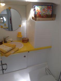 l'une des 2 salles de bain du voilier (Atoll 43 Dufour) de My Sail croisière Méditerranée - croisières voiliers avec ou sans skipper et balades en mer : www.my-sail.net