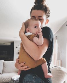 Mammma Sav sant Thai gya Bole to tamari j vat Kare. Baby Momma, Mom And Baby, Baby Kids, Baby Boy, Cute Little Baby, Little Babies, Cute Babies, Cute Family, Family Goals