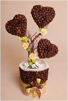 articles made of coffee beans Coffee Bean Decor, Coffee Bean Art, Coffee Crafts, Coffee Beans, Deco Cafe, Floating Tea Cup, Wood Table Design, Cardboard Art, Candy Bouquet