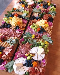 Charcuterie Recipes, Charcuterie And Cheese Board, Charcuterie Platter, Cheese Boards, Party Food Platters, Cheese Platters, Roasted Garbanzo Beans, Bruchetta, Grazing Tables