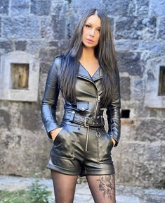 Leather Shorts, Leather Gloves, Leather Jacket, Latex Boots, Leder Outfits, Fetish Fashion, Leather Dresses, Hot Pants, Black Is Beautiful