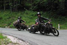 酒 レーサー (Sake Racers): holidays on honda cubs