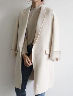 Minimalist Fashion - My Minimalist Living Fashion Mode, Minimal Fashion, Fashion Week, Look Fashion, Fashion Outfits, Lifestyle Fashion, Fall Fashion, Fashion Brands, Street Looks