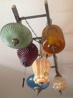 Upcycle, antique swag light chandelier- hmmm ideas are brewing :) Antique Light Fixtures, Antique Lighting, Cool Light Fixtures, Cool Lighting, Chandelier Lighting, Lighting Ideas, Chandeliers, Deco Luminaire, Swag Light