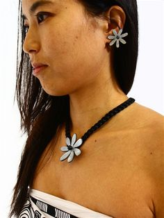 Tahitian Shell Necklace [Double Tiare / Black Mother of Pearl]