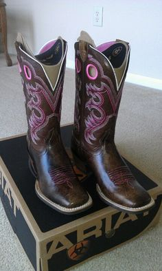 Ariat Crossfire would love if they were a blue or green