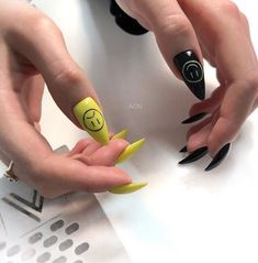 Fresh Spring Nail Art Ideas to Inspire Beautiful Spring Nail Art Designs Trends 2019 Everyone needs to appear their best now of the year, They're some nice spring nail concept can leave you feeling prepared for any price.Spring nails are th Edgy Nails, Aycrlic Nails, Stylish Nails, Manicure, Soft Grunge Nails, Grunge Goth, Bling Nails, Grunge Style, Grunge Nail Art