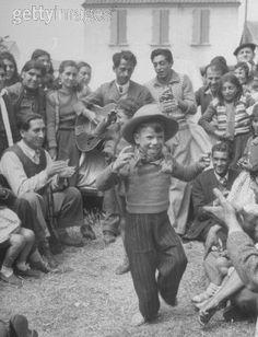 ru International Society for the Romani Culture Studies Gypsy Caravan, Gypsy Wagon, Gypsy Life, Gypsy Soul, Gypsy People, Gypsy Living, Vintage Gypsy, Lets Dance, Bohemian Gypsy