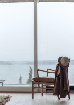 Inredning och skjutglasparti #sommarhus #fritidshus #naturmaterial #skandinaviskdesign #skandinaviskarkitektur