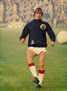 Johan Cruyff of Ajax Amsterdam in Football Music, Best Football Players, Good Soccer Players, World Football, School Football, Football Kits, Sport Football, Legends Football, Football Images