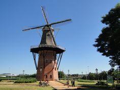 Holambra - SãoPaulo A cidade mais holandesa do Brasil é também campeã na produção de flores. É na cidade que encontra-se o maior moinho da América Latina.