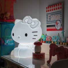 Cette lampe Hello kitty est indispensable dans la chambre d'une petite fille!