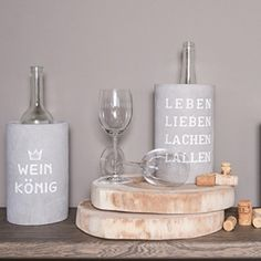 PET Vino Beton Weinkühler Leben lieben hoch - You are in the right place about Cement decoration Here we offer you the most beautiful pictures about the Cement sculpture you are looking fo Cement Garden, Cement Art, Cement Crafts, Purple Home, Cement Countertops, Beton Diy, Small Apartment Decorating, Drinking Water, Decoration