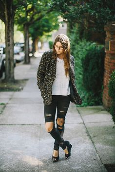 @jaderose creates a look that is at once utilitarian and feminine. H&M leopard print coat, white knit sweater, and black ripped skinny jeans. | H&M OOTD.