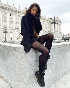 Winter Fashion Outfits, Fashion Wear, Autumn Winter Fashion, Girl Fashion, Casual Outfits, Cute Outfits, Total Black, Dr. Martens, Dr Martins Outfit