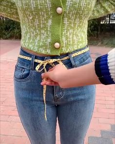 Diy Fashion, Fashion Outfits, Womens Fashion, Baggy Jeans Damen, All Jeans, Jeans Pants, Clothing Hacks, Mode Outfits, Belts For Women