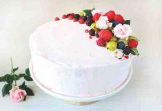Täytekakku tattarijauhoilla, kesämarjatäytteellä Pudding, Cake, Desserts, Food, Tailgate Desserts, Deserts, Custard Pudding, Kuchen, Essen