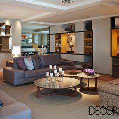Localizado em São Paulo, apartamento duplex de dois níveis recebe décor que combina diferentes tonalidades para reproduzir a personalidade dos moradores.