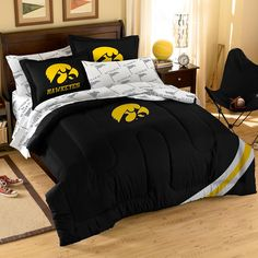 http://www.cadecga.com/category/Impressions-Bed-In-A-Bag/ Iowa Hawkeyes NCAA Bed in a Bag (Full)