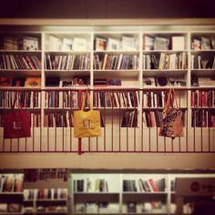 Venite a trovarci al nostro bookshop in via Torino 61 a Milano!!! #arte #bookshop #cataloghi #skira