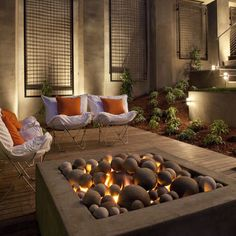 Fire pit with varying balls in the pit