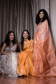 Bridesmaid Dresses to give all you Indian Bridesmaids out there tons of inspiration for the upcoming Wedding Season! Indian Bridesmaid Dresses, Bridesmaid Saree, Bridesmaid Outfit, Indian Dresses, Indian Outfits, Trendy Sarees, Stylish Sarees, Indian Bridal Sarees, Sari Dress
