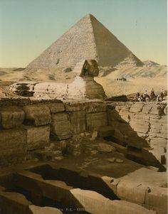 Les Pyramides Le temple du Sphinx et la Grande Pyramide.    #Afrique_Africa #Egypte