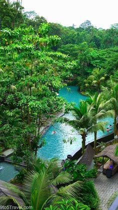 Di kalangan wisatawan keluarga, Siloso Beach Resort cukup populer. Pasalnya, hotel bintang 4 ini telah dibekali dengan berbagai fasilitas menyenangkan mulai dari kolam renang yang dilengkapi seluncuran hingga rumah pohon beratapkan rumbia. Siloso Beach Resort menawarkan 196 kamar tidur nyaman. Pemandangan indah Pantai Siloso dapat terlihat dari balkon-balkon kamar dengan lantai berlapis kayu. Book now…
