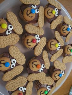 CUTE puppy cupcakes. by amparo