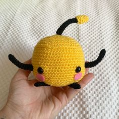 Haz tu Jumino de crochet con este patrón en español gratuito. Crochet Gratis, Tweety, Crochet Patterns, Character, Crochet Crafts, Magic Ring, Felting, Dots, Crochet Pattern