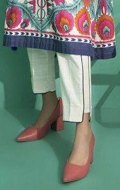 Stylish Dress Book, Stylish Dresses For Girls, Stylish Dress Designs, Pakistani Fashion Casual, Pakistani Dress Design, Pakistani Dresses Casual, Salwar Designs, Kurta Designs Women, Fashion Pants