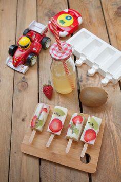 Ghiaccioli yogurt e frutta fresca