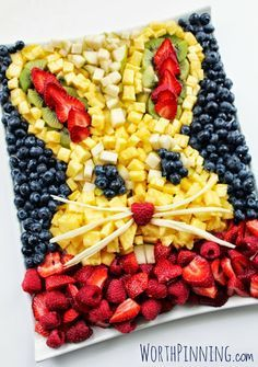 Here's a HEALTHY edible craft idea that is also adorable! Use fruit to make a bunny tray... YUM! +Worth Pinning All of the deets here: http://www.worthpinning.com/2014/04/bunny-head-fresh-fruit-platter.html
