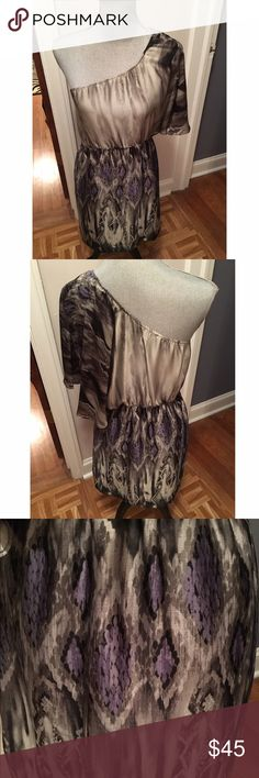 """Collective Concepts Dress 👗 Perfect chic dress for a girls night out! 100% polyester. Smoke free home. Perfect condition! Measurements: 35"""" length, elastic waist stretches 17-18"""" Collective Concepts Dresses One Shoulder"""