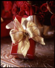 Cute Christmas gift wrap—red paper & gold red-trimmed ribbon❣ The Many Colors of Christmas | Carolyne Roehm