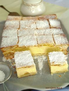 Kremówka – Zjem to! Easy Desserts, Delicious Desserts, Dessert Recipes, Yummy Food, Polish Desserts, Polish Recipes, Kolaci I Torte, Different Cakes, Sweets Cake