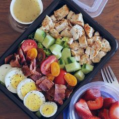 Here's An Easy Lunch That Will Bring Colorful Vegetables To Your Meal Prep If you don't have a lot of time for meal prepping this weekend, go with the quick and easy plan. Just add all your colorful vegetables to your meal prep Easy Cooking, Healthy Cooking, Healthy Eating, Eating Raw, Healthy Drinks, Healthy Snacks, Nutrition Drinks, Dessert Healthy, Breakfast Healthy