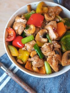Spicy chicken wok with cashew nuts and sesame-Spicy kyllingwok med cashewnøtter og sesam Spicy Chicken Wok – Sugar Free Everyday - Clean Eating, Healthy Eating, Seafood Recipes, Cooking Recipes, Asian Recipes, Healthy Recipes, Healthy Meals, Chicken Seasoning, Food Inspiration