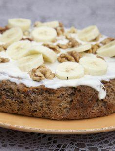 Voedingswaarde Worteltaart (zonder topping) p.p: 224,5 kcal Vet: 8,52 Kh: 29,52 Eiwit: 5,41 Glutenvrij, vegetarisch Benodigdheden 500 gram geraspte wortels 4 eieren 150 gram boekweitmeel 2 tl bakpoeder (baking soda) 15 ontpitte dadels 3 bananen 100 gram walnoten 100 gram rozijnen 3 el honing 2 tl kaneel 1tl speculaaskruiden Topping Volle kwark Sap van 1 …