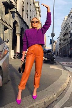 Spring 2019 Trend Hiding in Your Closet: Crayola Biggest Fashion Trends To Try In 2017 Street Style Trend Latest Casual Winter Fashion Trends Ideas 2019 Looks Street Style, Street Style Trends, Street Styles, New York Street Style, New York Style, Colourful Outfits, Colorful Fashion, Colorful Clothes, Orange Fashion