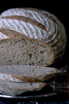 chleb pszenny na zakwasie zytnim, nastawiany dzien wczesniej Pan Bread, Bread Baking, Bread Recipes, Cooking Recipes, Our Daily Bread, Polish Recipes, Holiday Desserts, Food And Drink, Yummy Food