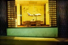 China Airlines Office, San Francisco, 1982 | © Greg Girard/Courtesy Kominek Gallery