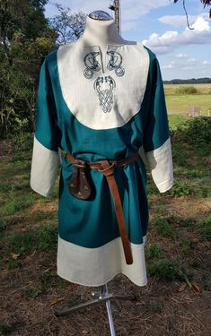 Viking Tunic, Linen Tunic, Medieval and Renaissance from CadwaladrCostumes Vikings, Viking Tunic, Linen Tunic, Celtic Knot, Suits You, Costume Design, Renaissance, Medieval, Teal