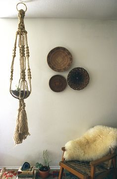 beautiful baskets on the wall. and that hanging pot and agate bookend
