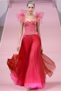 little roses caught in the tulle corset of Alexis Mabile.