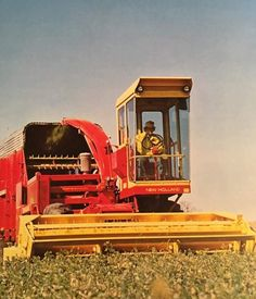 NEW HOLLAND Self-Proppeled Forage Harvester New Holland Ford, New Holland Agriculture, Outdoor And Country, Ford Tractors, Ford News, Farm Barn, Country Scenes, Vintage Ads, Choppers
