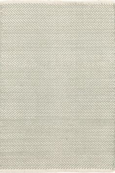 Herringbone Ocean Woven Cotton You asked, and we listened! Another terrific Dash & Albert lightweight woven cotton area rug, this time in a classic herringbone pattern. Beige Carpet, Wool Carpet, Modern Carpet, Staircase Carpet Runner, Herringbone Rug, Dash And Albert, Rug Company, Textiles, Rugs