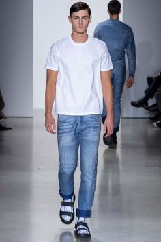 Yes, simple is the best Calvin Klein Collection Spring 2016 Menswear - Collection - Gallery - Style.com