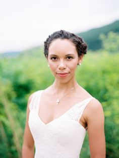 Minimal makeup: http://www.stylemepretty.com/2015/06/01/all-natural-bridal-beauty-inspiration/