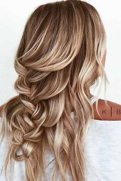 Easy quick hairstyles come to rescue when everything else fails. But in no case it means that quick hairdos are not elegant or beautiful looking.